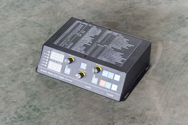 Automatic plasma torch height controller