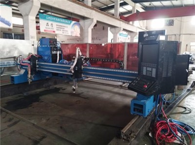 Gantry cnc Plasma cutter with cnc compatibility and auto THC